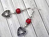 Orecchini da donna in perle turchesi ricostituite rosse e pendente in filigrana a forma di cuore