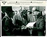 Willy Brandt an der jüdischen Gedenkstätte in Anderlecht