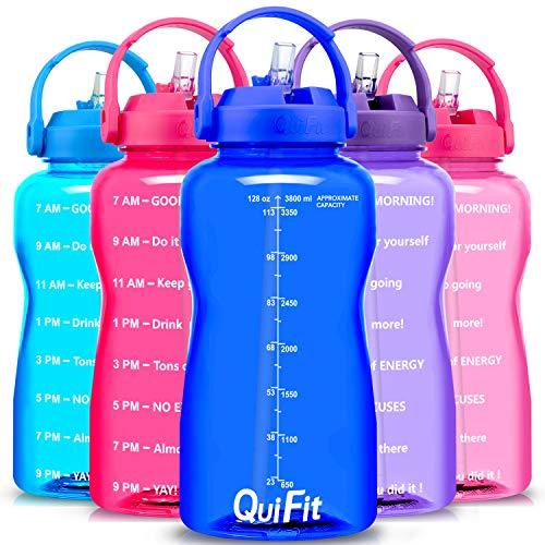 QuiFit - Botella de agua libre de BPA, 3,8 L/2 L, con diseño de animación para beber con empuñadura, botella grande XL Fitness Gym deporte plástico botella, color azul, tamaño 3.8 L