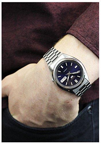Reloj masculino automático Seiko 5, con esfera analógica en azul y correa