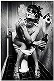 Wallario Poster - Kloparty - Sexy Frau auf Toilette mit Zigarette und Schnaps in Premiumqualität,...