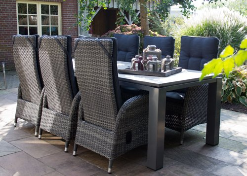 lifestyle4living Hocker aus Polyrattan in grau mit Sitzkissen für Terrasse oder Garten. Variabel einsetzbar als Fußbank…