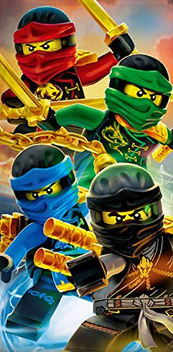 BERONAGE Lego Ninjago Badetuch Motiv Team 70 cm x 140 cm Neu & Ovp - Strandlaken - Strandtuch - Handtuch - 100% Baumwolle - Cole - Jay - Kai - Lloyd - Zane - NYA - Misako - Sensai Wu