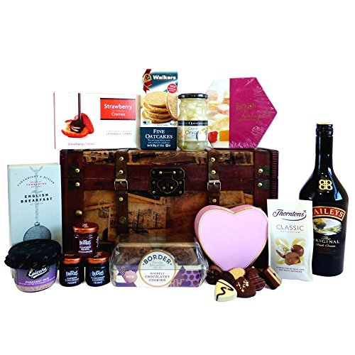 70cl Baileys Vintage Chest Food Hamper - Ideas for Mum, Mothers Day, Wife, Her, Grandma, Teacher, Christmas presents, Birthday, Anniversary, Thank you