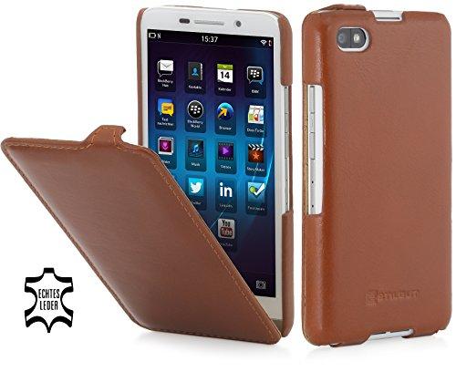StilGut® UltraSlim Case, Custodia in Pelle con Funzione on/off per Blackberry Z30, Cognac