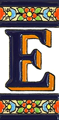 Letreros con numeros y letras en azulejo de ceramica policromada, pintados a mano en técnica cuerda seca para placas con nombres, direcciones y señaléctica. Texto personalizable. Diseño FLORES MEDIANO 10,9 cm x 5,4 cm. (LETRA 'E')