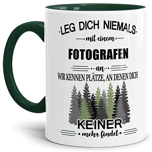Tassendruck Berufe-Tasse Leg Dich Niemals mit einem Fotografen an - Geschenk-Idee/Büro/Job/Arbeit/Witzig/Lustig/Innen & Henkel Dunkelgrün