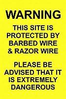 注意サイン-警告このサイトは、通行の危険性のために有刺鉄線で保護されています屋外の防水および防錆金属スズサイン