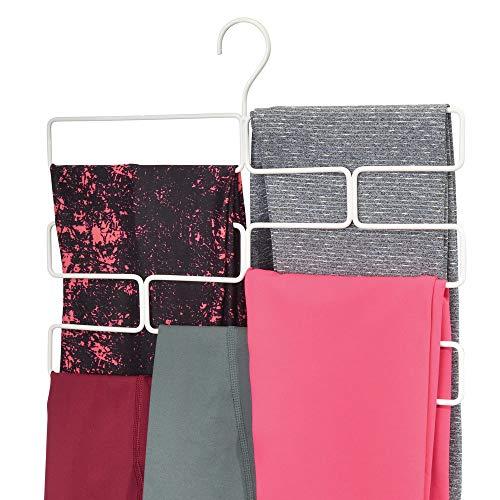 mDesign Compacta percha para pantalones de yoga, leggins, etc. – Organizador de accesorios para armario – Percha organizadora de pantalones con 8 aberturas en alambre de metal – blanco