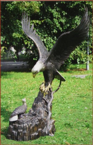 Adler mit Nest aus Bronze