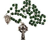Die grünen Perlen haben ein Kleeblatt-Impressum auf jedes Korn Diesen Rosenkranz haben eine Silber Kette und Zentrum. Das Kruzifix ist keltischen Diese Rosenkranz haben eine St. Patrick Medaille juntion Made in Italy. 6mm Perlen 478/3.