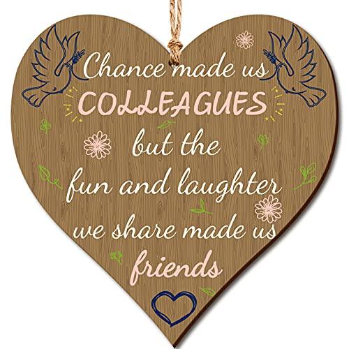 Letrero de Corazón de Madera de Chance Made Us Colleagues But Fun and Laughter We Share Made Us Friends Placa Colgante de Corazón de Madera de Colega Dejando Presente para Compañeros Colega