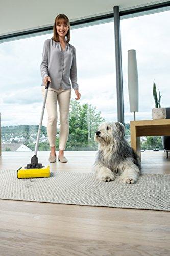 Kärcher Akkubesen KB 5 (Akkulaufzeit: bis zu 30 min auf Hartböden, ergonomische Reinigung ohne Bücken, randnahes Kehren, platzsparende Aufbewahrung, Parkposition, automatische An-/ Ausschaltung) - 5