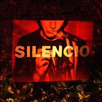 Silencio (feat. Nhiklaus)
