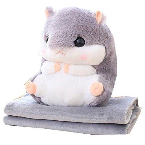 Niedlicher Hamster, der ein Kissen und eine weiche Decke in sich verbirgt, Koralle grau