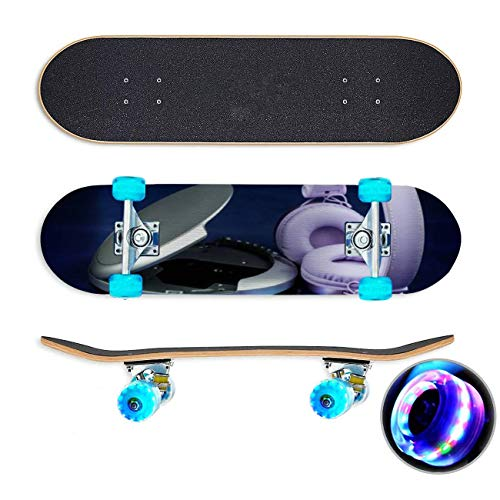 CD en cd speler en hoofdtelefoons op een blauwe achtergrond Skateboard Colorful Flashing Wheels Extreme Sports&Outdoors 31''Cruiser Complete Standard Longboard Beginners Kids Cool Boys Teen