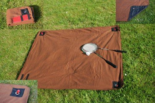 heimtexland Picknick-Decke Outdoor aus Vlies, Farbe Braun, Größe 120cm x 150cm, Unterseite aus Kunststoff, wasserabweisend mit Ösen und Heringen zur Befestigung im Garten