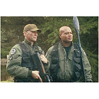 Christopher Judge 8 Inch x 10 Inch photo Stargate SG-1 Holding Staff Weapon Along Side of Richard Dean Anderson w/Gun Pose 2 kn