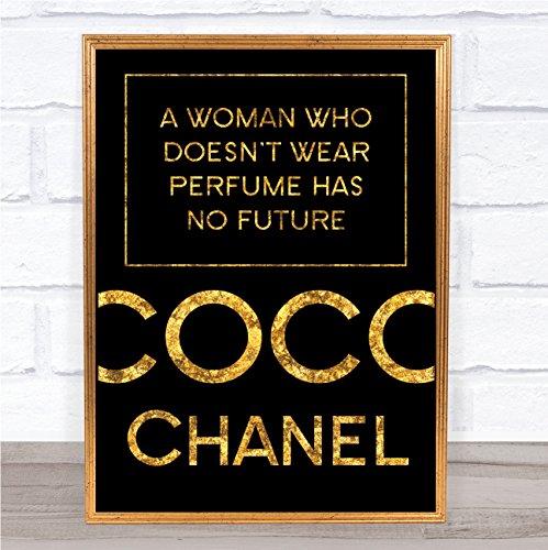 Zwart & Goud Coco Chanel Een vrouw die geen parfum citaat Wall Art Print draagt Framed Rose Gold Small