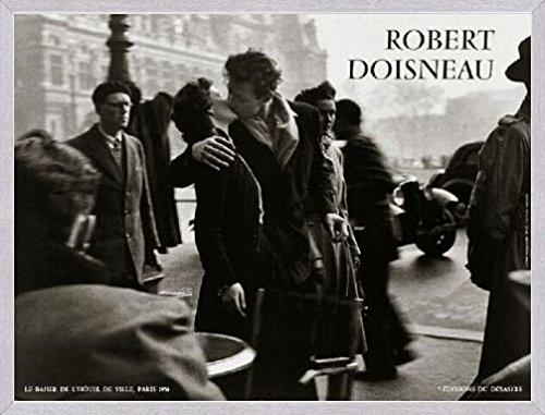 1art1 Robert Doisneau Póster Impresión Artística con Marco (Madera DM) Aluminio Cepillado - Le Baiser De L'Hotel De Ville Paris (80 x 60cm)