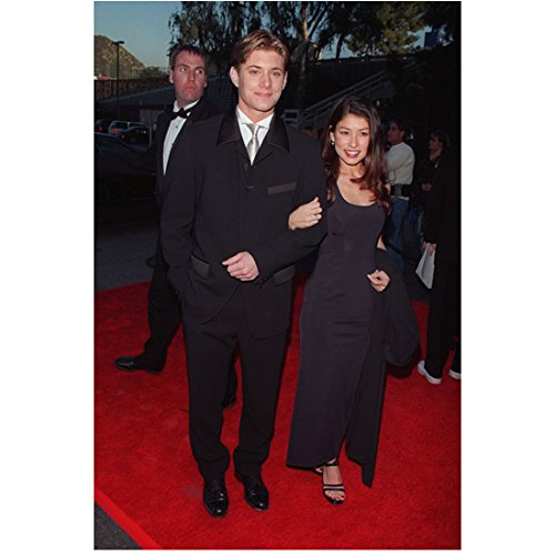 Supernatural Jensen Ackles arm-in-arm with high school girlfriend on red carpet 8 x 10 Inch Photo