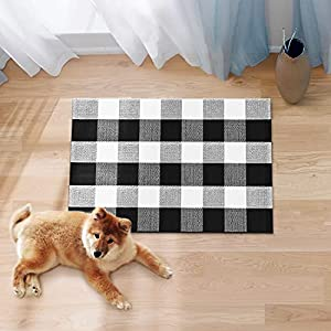 InnoGear Area Rug, 23.6 x 35.4 inches Machine Washable Area Rugs Door Mat Buffalo Check Area Rug for Living Room Outside Entry Area Rug Clearance Cotton Polyester Rug, Black and White