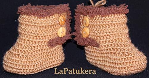 Patucos para bebé de crochet, Unisex. Estilo botas Canadá de color Marrón Camel, realizadas en lana, tallas de 0 hasta 9 meses, hechos a mano en España. Regalo para bebé.