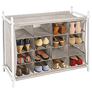mDesign Estantería zapatero con 16 compartimentos – Compacto zapatero para armario o recibidor – Organizador de zapatos bajo de metal y tejido transpirable repelente al agua – beis y blanco