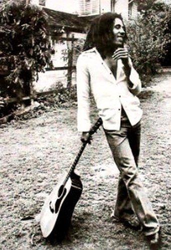 Laminated Posters Póster de Bob Marley Reggae Leaning guitarra Medidas 91,4x 61cm (91.5x 61cm)