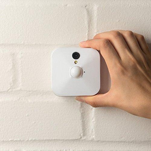 Sistema di telecamere per sicurezza domestica Blink (1a Generazione), per interni, rilevatore di movimento, video HD, batterie con una durata di 2 anni, archiviazione sul cloud, Sistema a 3 telecamere