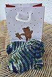Babysocken mit Geschenktasche Socken Erstlingssocken Stricksocken Babyschuhe Babyschühchen Baby blau grün weiß handgestrickt 0-6 Monate