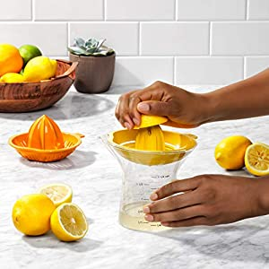 OXO Good Grips 2-in-1 Citrus Juicer |