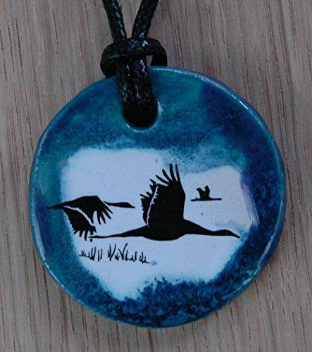 Echtes Kunsthandwerk: Hübscher Keramik Anhänger mit Gänsen; Vogelflug, Gans, Wasservögel, Enten, Schwäne, Schwan, Teich, See, Vogel