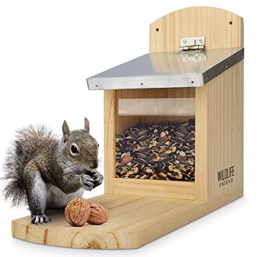 WILDLIFE FRIEND I Eichhörnchen Futterhaus Maxi extra groß und stabil aus Massivholz mit Metall-Dach - Wetterfest, Futterstation zum Eichhörnchen füttern, Eichhörnchenfutterhaus