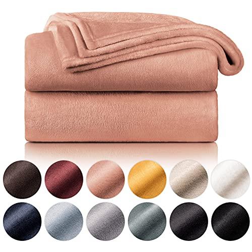 Blumtal Flauschige Kuscheldecke – hochwertige Wohndecke, super weiche Fleecedecke als Sofaüberwurf, Tagesdecke oder Wohnzimmerdecke, 150 x 200 cm, Altrosa