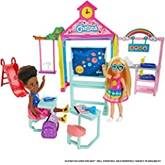 Barbie Club Chelsea dolls and toys inspire imaginations to explore the world with fun themes kids love – like this Chelsea school playset with multiple play areas and pieces that can be arranged and rearranged for storytelling fun! A classroom area i...