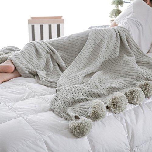 Gestrickte Überwurfdecke, 100 % Baumwolle, weiche Pompons, Fransen, hypoallergen, gestreift, Zopfmuster, Überwurf für Sofa/Bett/Couch (90 x 90 cm), baumwolle, grau, 90 x 90 cm