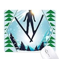 ウィンタースポーツはスキーの木の水彩画 オフィスグリーン松のゴムマウスパッド