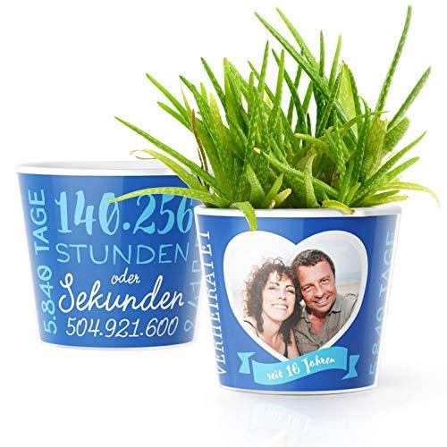 16. Hochzeitstag Geschenk – Blumentopf (ø16cm) | Deko Geschenke zur Saphirhochzeit für Mann oder Frau mit Herz Bilderrahmen für 1 Foto (10x15cm) | Glücklich Verheiratet - 16 Jahre