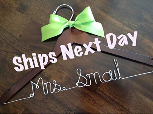 cailla Ships Next Business Day Hochzeits-Aufhänger, personalisierbar, Brautgeschenk, Brautgeschenkideen, Kleiderbügel
