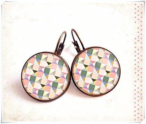 Elf House Cabochon-Ohrstecker, gelb, weiß, grau, rosa, dreieckig, Glas, geometrisches Muster