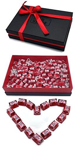 Ferrero Mon Cherie Geschenkset mit 90 Pralinen - die kleine Kostbarkeit für Ihre Liebsten - perfekt zum verschenken, Lieferung mit hochwertigem Geschenkkarton