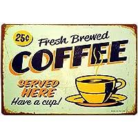 ここで提供される淹れたてのコーヒーはカップを持っています-レトロなヴィンテージのブリキの看板-20x30cm