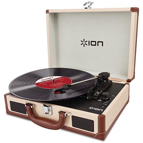 ION Audio Vinyl Motion Deluxe - Tocadiscos portátil (maletín y altavoces stereo incorporados, batería recargable y conversión USB), color crema
