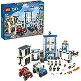 LEGO City, Le commissariat de police, Set de construction avec 2 camions, Des briques lumineuses et sonores, un drone et une moto, 241 pièces, 60246