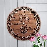 BPDD Reloj Familiar Personalizado La Familia es el Apellido de la brújula en Madera Celta Medieval Regalo Personalizado Árbol de la Vida Medieval Reloj de Pared de Madera de 12 Pulgadas, Funciona