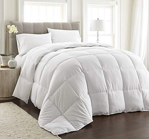 All-Season Medium Weight Down Alternative Patchwork Comforter Hypoallergenic - Plush Microfiber Fill - Duvet Cover Insert with Conner Tab (White, King)