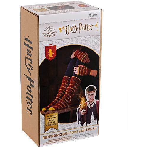Harry-Potter-Strickset aus der Zauberwelt   Hogwarts Gryffindor Slouch Socken und Fäustlinge Strickset von Eaglemoss Hero Collector