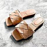 レディース スリッパ ブランドスリッパウィーブレザーの女性のサンダルオープントゥフラットカジュアルスライド夏の屋外のビーチサンダル女性 (Color : Beige, Shoe Size : 36)