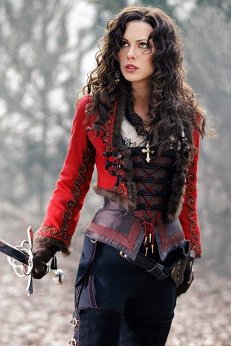 Kate Beckinsale in Van Helsing 24x36 Poster with sword